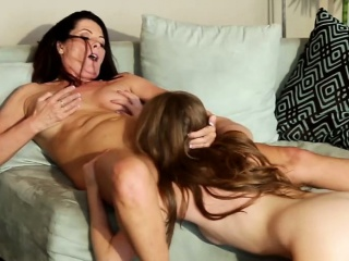 Sexy pussy oral lesbian babes